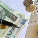 pieniądze na klawiaturze