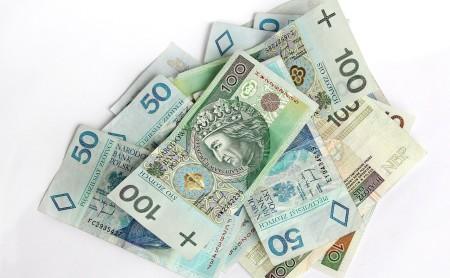 banknoty 50 100 i 200 złotych