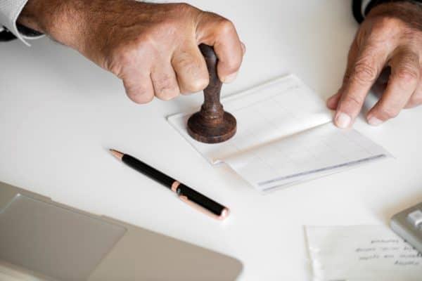 pieczętowanie dokumentu